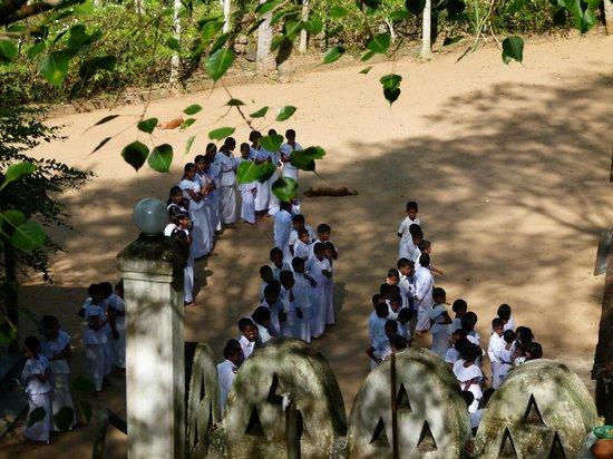 Bambaragala Viharaya: Sunday School