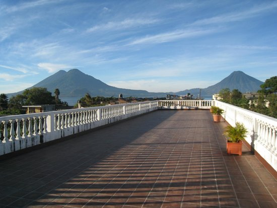 Hotel K'amol B'ey: terrace with volcanos in the background