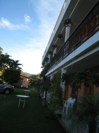 Hotel K'amol B'ey: courtyard