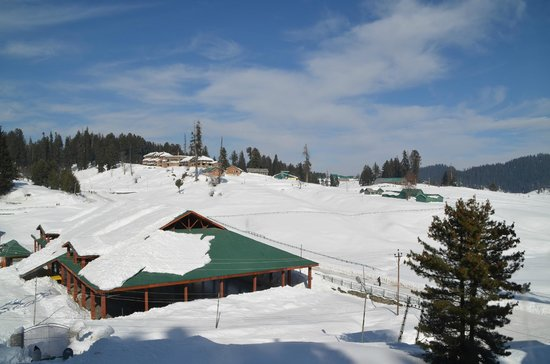 Hotel Hilltop: view to the ski slope