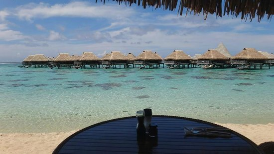 Hilton Moorea Lagoon Resort & Spa: View from the beachside cafe.