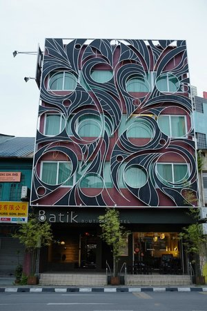 Batik Boutique Hotel: hotel from main road