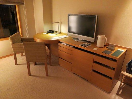 Hyatt Regency Kyoto: The desk