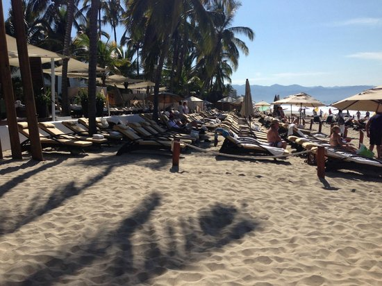 Marival Resort & Suites : New 'Members Only Area, lots of chairs, few people *see review*
