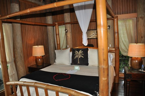 Namale Resort & Spa: The bed during the day