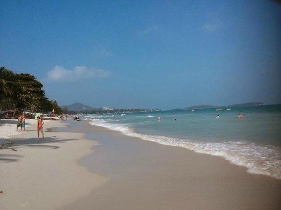 Poppies Samui: Chaweng Beach looking Northwards
