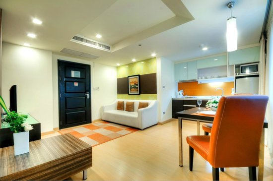 Aspen Suites Sukhumvit 2 by Compass Hospitality: Aspen Two Bedroom Suite : Living Area