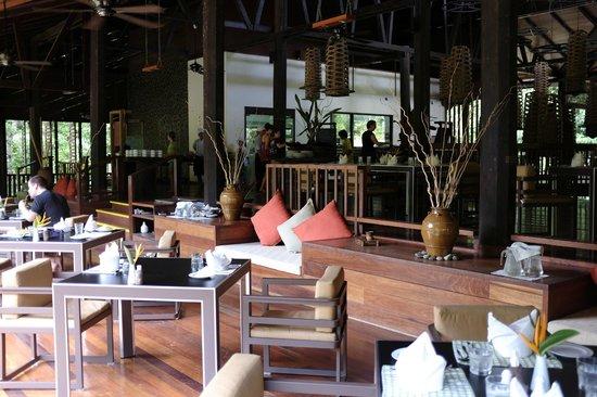 Borneo Rainforest Lodge: restaurant and dining area