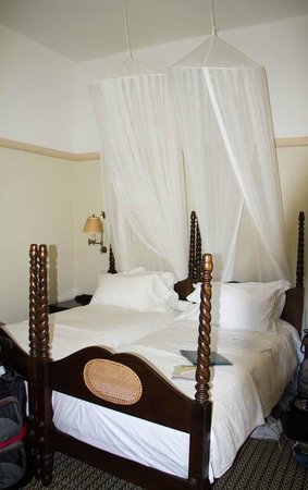 The Victoria Falls Hotel: Beds with mosquito netting