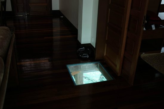 Mabul Water Bungalows : hole on the floor