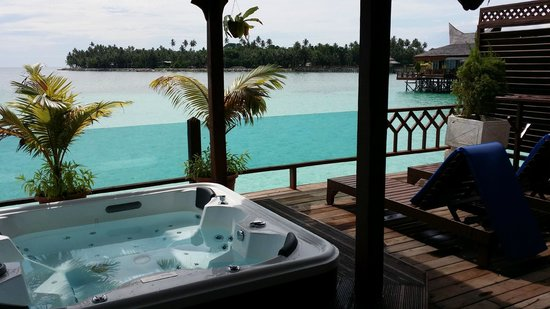Mabul Water Bungalows: private jacuzzi - what a view!