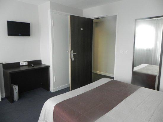 Chambre Double Avec Baignoire  Photo De Belazur Hotel Calais