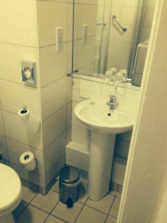 Dublin Central Inn : Room 302 - bathroom