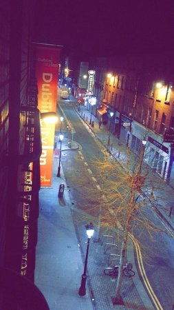 Dublin Central Inn: Room 302 - view to the left