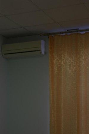 Ascet Hotel: кондиционер, плотные занавески