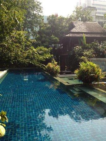Ariyasomvilla: pool area