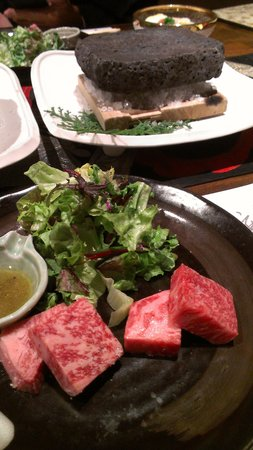 Tsukino Usagi: 北海道のお肉と静岡のお肉を食べ比べ