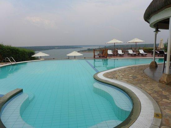 Mweya Safari Lodge: The pool