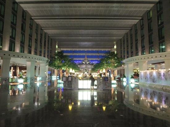 Novotel Bangkok Suvarnabhumi Airport: hotel lobby
