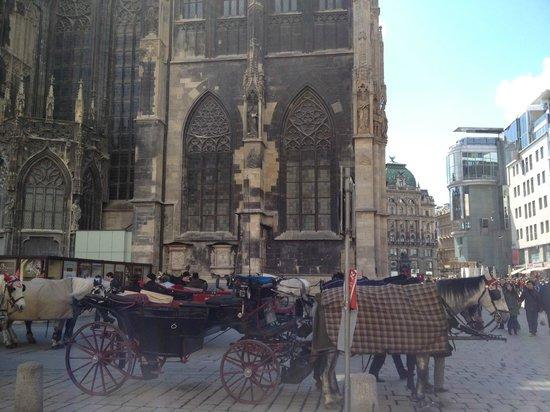 Graben Hotel: Площадь перед собором