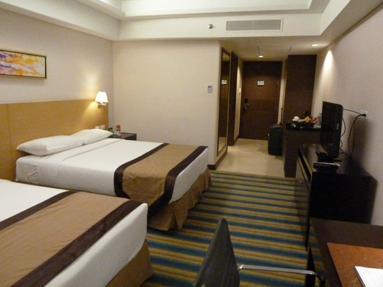 Luxent Hotel : The room