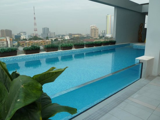 Luxent Hotel: The pool