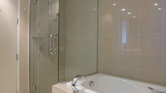 Hilton Lake Taupo: Apartment 531 - shower