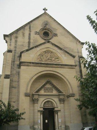 Hotel Les Myrtes: église près de l'hotel