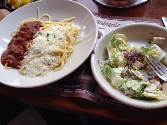 The Old Spaghetti Factory: Lunch Combo - Salad, Mizithra & Meat Sauce