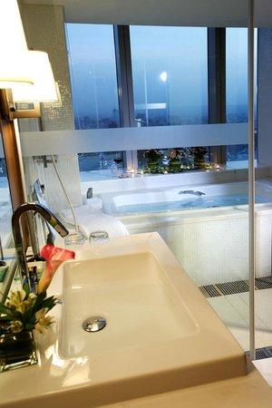 The Landis Taichung: Bath View