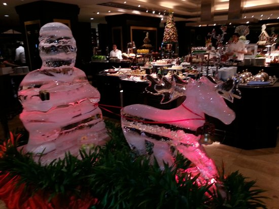 JW Marriott Hotel Bangkok: Iced Carvings to add to the Christmas Atmosphere