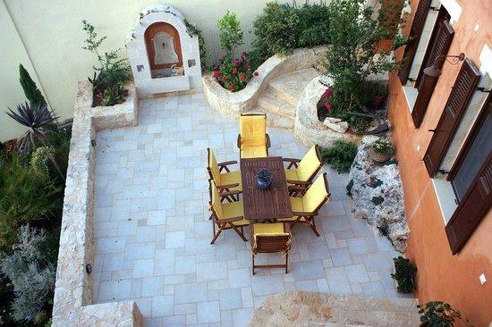 Rodanthi Guesthouse: FRONT YARD