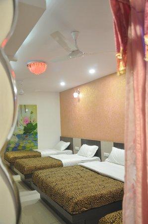 Vinayak Villa, Luxury Service Apartments : Family/ Group Bedroom 202