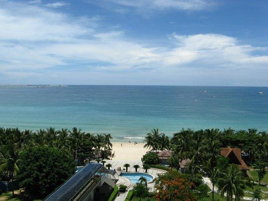 Sanya Pearl River Garden Hotel: Эскалатор на пляж