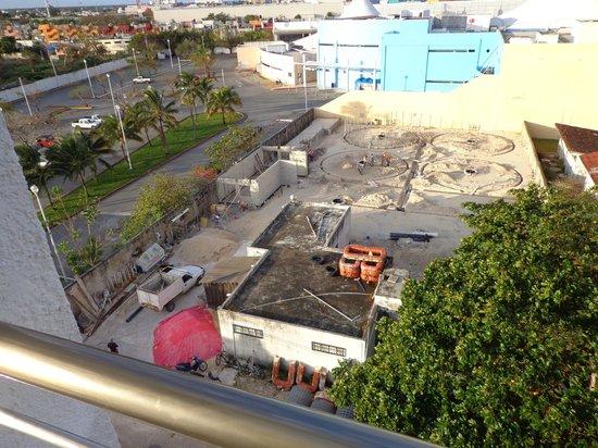 Casa Mexicana Cozumel : Støj fra byggeplads . Udsigt fra 5.sal.vær.520