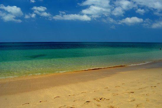 Blue Sky Beach Bungalow: Fantastiskt sandstrand