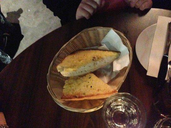 Tosolini's: Garlic bread