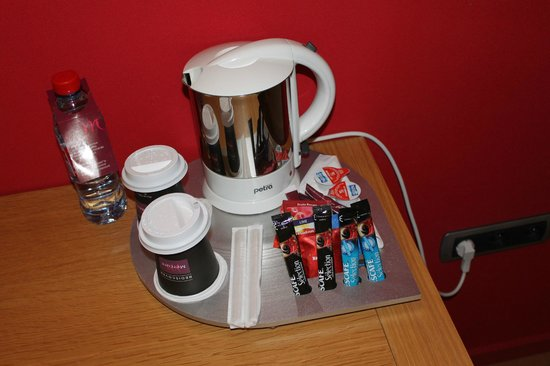 Hotel Mercure Vittel : tea and coffee making facilities