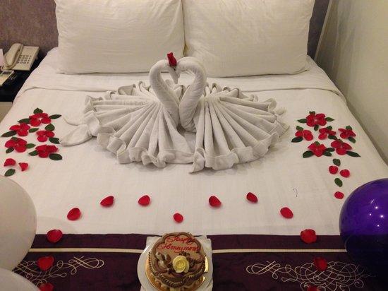 Hanoi Meracus Hotel 1: Quarto Decorado