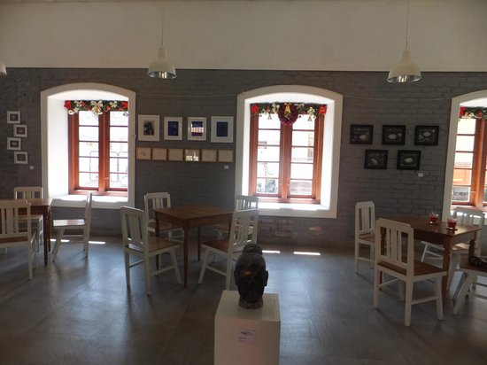 Pepper House Cafe : Indoors-the gallery