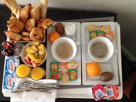 Novotel La Grande Motte Golf: Petit déjeuner en chambre