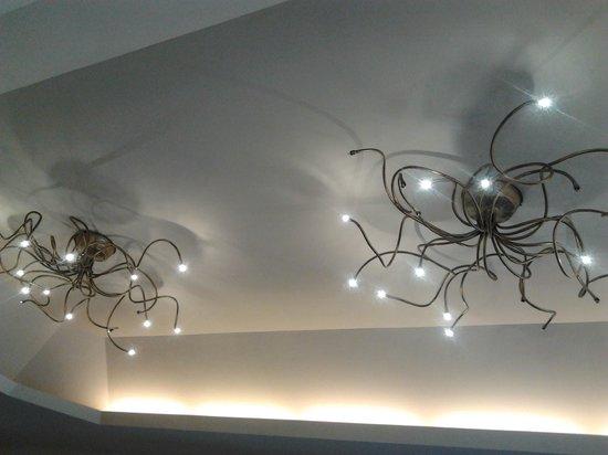 Hotel Corallo: ..sala da pranzo..dettaglio lampadari
