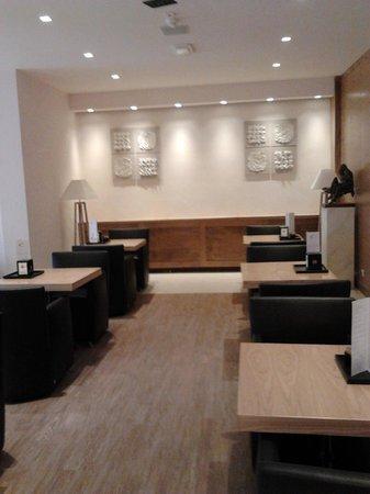 Hotel Corallo: ..il bar..tavolini