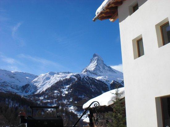 Sonnmatten Restaurant & Suite: Blick aufs sonnige Matterhorn