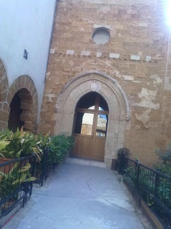 Chiesa di Santa Maria dei Greci: cortile interno della chiesetta