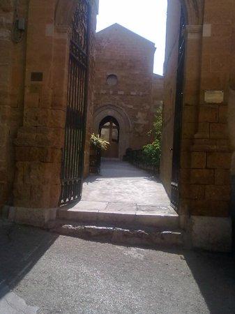 Chiesa di Santa Maria dei Greci: Ingresso