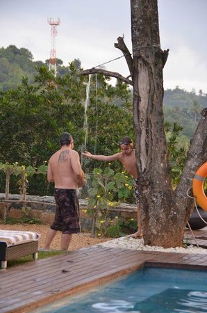 Elephant Stables : Tree shower next to pool