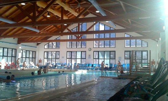 Premia, Italie : Le piscine interne.