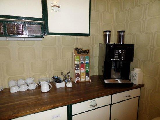 Die Wohngemeinschaft Hostel: Common/breakfast room