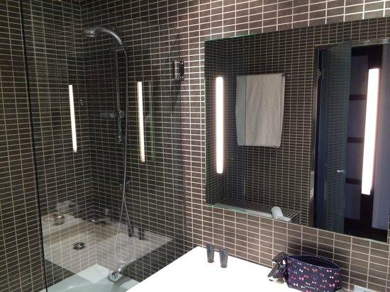 AC Hotel Burgos: cuarto de baño